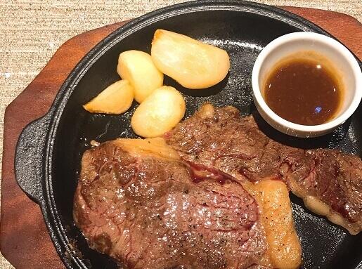 オリエンタルラウンジのステーキ